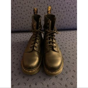 Black Dr. Martens (8-Eye)
